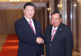 """习近平的""""老挝时间"""":歌声回响友谊传扬"""