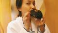 吴昕身穿浴袍素颜出镜 大吃网红脏脏包不惧发胖