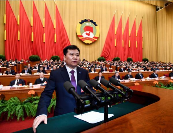 2017年3月9日苏宁控股集团董事长张近东作为全国政协委员,在全国政协十二届五次会议第二次全体会议上作了题为《大力推动实体零售向智慧零售转型》的讲话