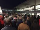 英国布里斯托尔机场紧急疏散旅客 烟雾报警器启动