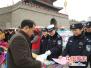 河南浚县:庙会搭台交警唱戏