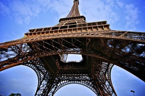 法国第四届埃菲尔铁塔爬楼赛开赛