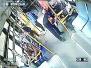 青岛:照顾乘客像闺女 城阳巴士乘务员给老人捶腿按摩