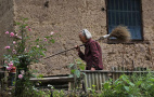 衢州97岁老人义务扫山路37年 是什么力量支撑她