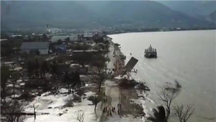 印尼强震引发海啸后续 强震及海啸已造成1944人遇难