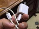 手机充电时自动在网上订总统套房?原因查出来了!