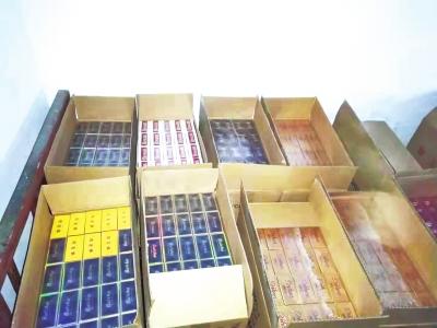 男子专向郑州中州大道、西四环周边卖芙蓉王帝豪等假烟
