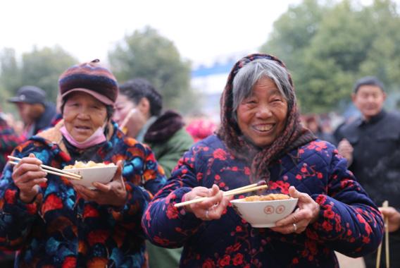 河南淮滨:腊八喝粥 迎新年
