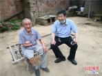 """""""王书记""""化身推销员 郏县八旬残疾老人蜂蜜变成抢手货"""