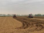 葉縣積極開展農機深松整地作業