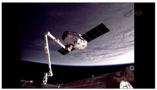 人类首艘商业飞船与国际空间站对接(Lssdjt.com)