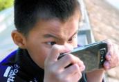 宿迁8岁孩子玩手机误捐1.7万 中国扶贫基金会:已退回