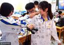 济南:高三考生离校备考 校服成师生签名簿