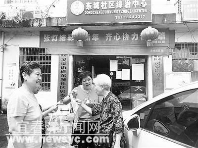 李玉华/李玉华在为居民宣传棚改政策