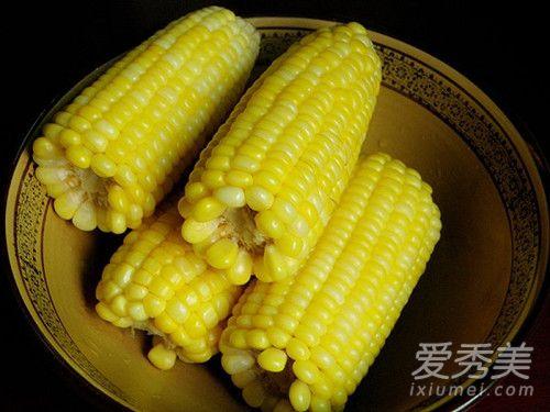 煮玉米冷水下锅还是热水 煮玉米热量高吗