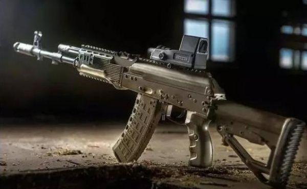 """AK-12步枪通过战地测试:俄""""未来战士""""标配"""