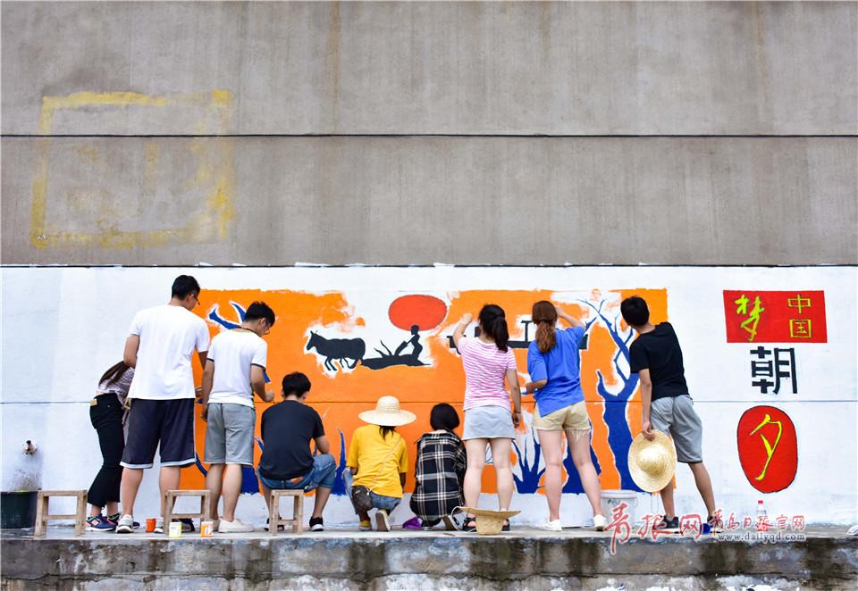 高温下青岛大学生做了一件温暖的事