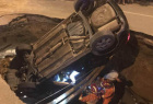北京路陷轿车掉坑