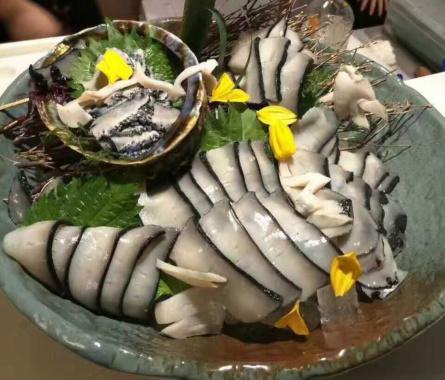 """海鮮中的""""愛馬仕""""黑金鮑魚登陸寧波,售價五百元每只"""