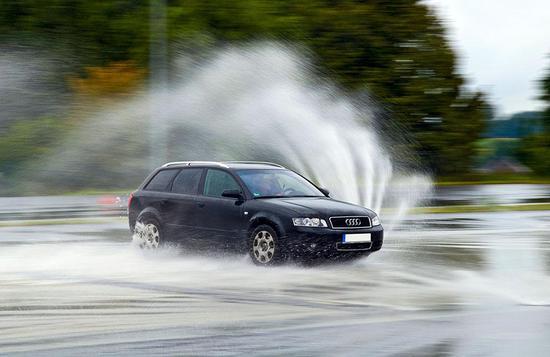 自动驾驶汽车在雨中行驶为什么如此困难
