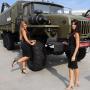 俄武器展览美女扎堆
