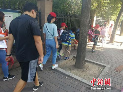 某托管机构借小学生放学 <a target='_blank' href='http://www.chinanews.com/' >中新网记者 张尼 摄