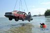 女司机开玛莎拉蒂冲进水塘 只因做了这件事……