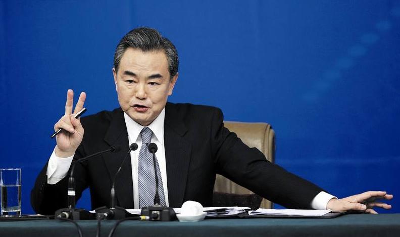 (记者吴嘉林)国务委员兼外交部长王毅12日在北京会见东盟秘书长林玉图片