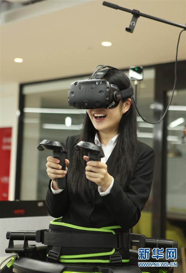(XHDW)(1)香港学生上海体验VR电子竞技