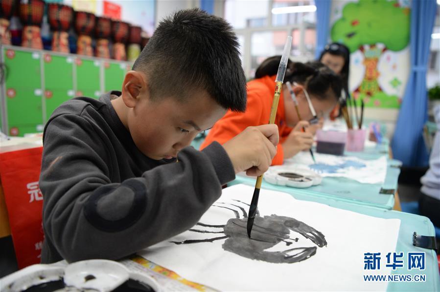 传统文化走进校内课后服务 解决部分家长无法接孩子的难题