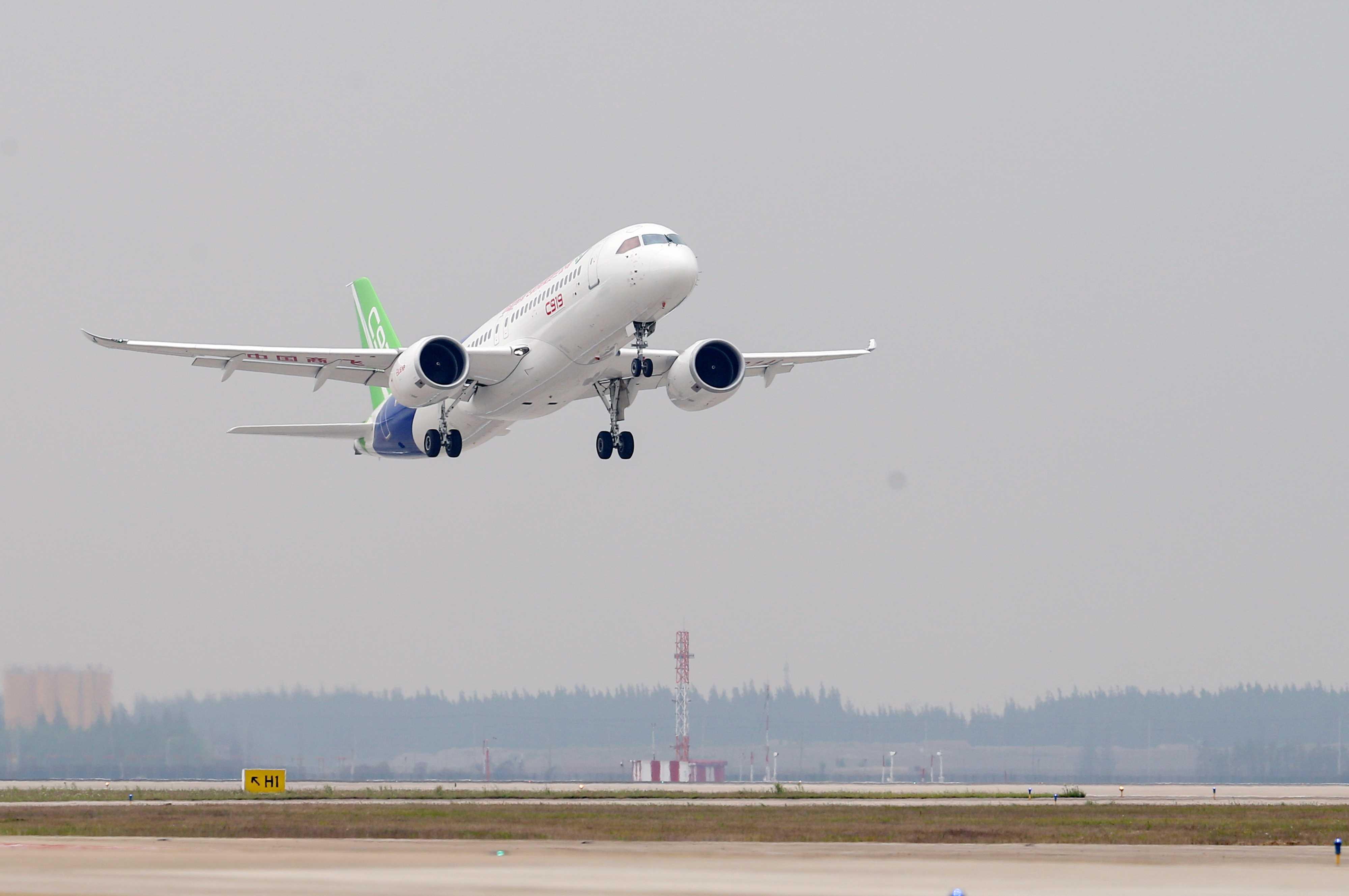 记C919第一次飞行 我们的大客机飞上了蓝天