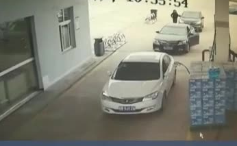 安全提醒:车辆停止行驶 记得拉起手刹