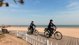 山東日照女警巡邏隊助力平安旅遊