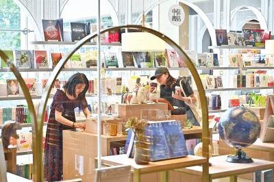 网红书店频频落户郑州 购物中心为何不惜重金为实体书店让位?