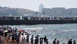 青岛海滨 游人如织