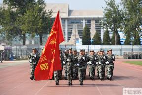 清华大学举行2019级本科新生军训结业典礼