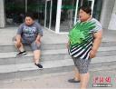 610斤两母女减肥 母亲买不到衣服一件穿7年女儿无法怀孕