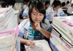 北京今年6万余人参加高考 考场周边增设2000多个停车位