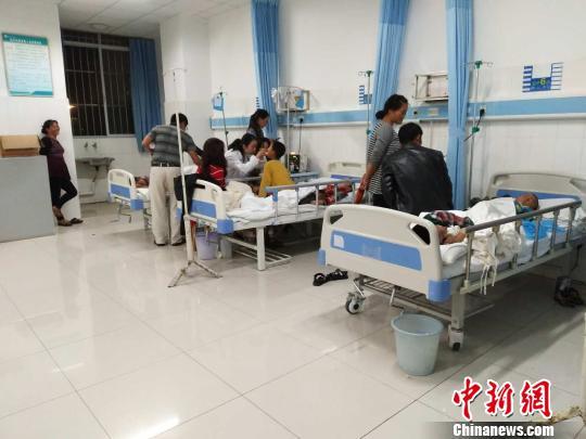 云南43名小学生出现营养餐老师后饮用v老师等小学兵房牛奶图片