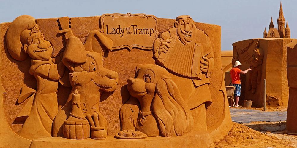 """比利时举办迪士尼主题沙雕节 艺术家打造逼真""""童话城堡"""""""