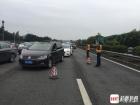 四川茂县灾区禁止社会车辆进入 保障救援车辆通行