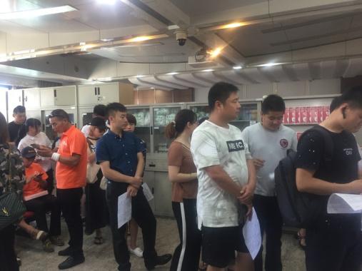 高温下的爱心潮:有人坐高铁赶回杭州为燃爆事故伤者献血