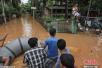 印度阿萨姆邦洪灾已致83人遇难 民众前往避难所