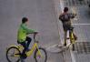 男孩骑共享单车遇车祸身亡 家长索赔878万引发网友大讨论