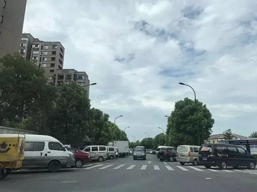 杭州一小區150個地下車位一夜被神秘人買走?業主急了!