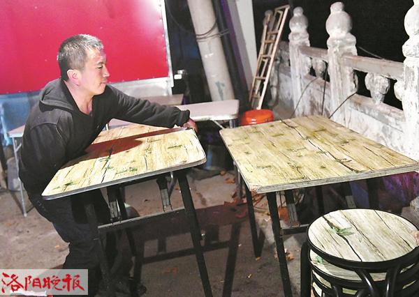 澳门电子游戏网址大全:洛阳小伙双臂残疾自食其力 每天工作12小时卖炒面