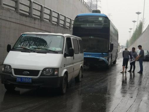 郑州被淹隧道大巴基本报废 车辆价值80多万