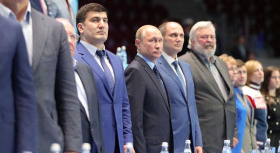 普京观看俄青年柔道锦标赛