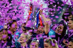 法国里昂队4-1逆转 第五次捧起女足欧冠冠军奖杯