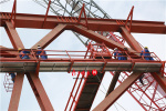端午节探访五峰山长江大桥建设:好似巨龙横卧于山下